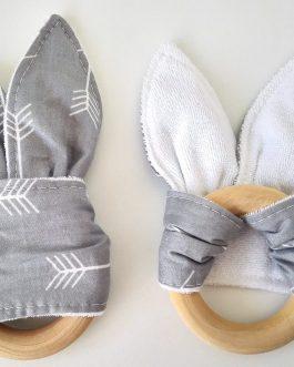 Anneau de dentition en bois naturel pour bébé en forme d'oreille de lapin