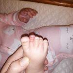 Read more about the article A un cheveu étrangleur près, mon bébé aurait pu perdre son orteil!!!